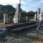 豊橋市のお寺様の墓地にて お墓のリフォームの打ち合わせです。