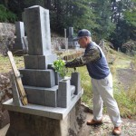 北設楽郡東栄町の地域墓地にてお墓の引っ越し作業です。