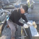 豊橋市 お寺様の墓地にてお墓の傾き直しです。