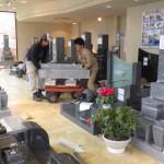 愛知県豊橋市 石寅 岩田店 墓石展示品の入れ替えです。