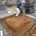 豊橋市営向山霊苑にてお墓の基礎工事です。
