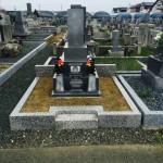 豊橋市営飯村墓地にて お墓の防草対策と文字の色塗り直しのご相談です。