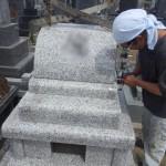 豊橋市営梅田川霊苑 墓石の工事は外から見えない部分こそ大切です。優れた耐震補強のために労力と時間は惜しみません。