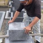 豊橋市 地域墓地にて墓石の工事です。地震に強いお墓づくり 基礎工事だけではなく、耐震補強も怠りません。