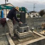 豊川市 お寺様の墓地でお墓の引っ越し作業。墓石の改葬は解体後の調整加工が大切です。お墓の寿命を更に延ばす加工・施工を心掛けております。