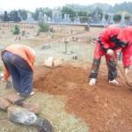 豊川市の地域墓地にて土葬のお骨の掘り起こしです。お骨の取り出しや墓石への納骨もお任せください。役所への改葬の申請もお手伝い致します!
