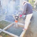 豊橋市のお寺様の墓地にてお墓の基礎工事です。墓石を支える基礎コンクリートは強度重視で取り組みます。