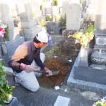 豊橋市のお寺様の墓地にてお墓の基礎工事です。土地のお清めを行い、工事に取り掛からせて頂きます。