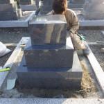 豊橋市の寺院墓地にてお墓の工事です。墓石工事の工程を現地にて直接ご覧いただけます。