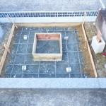 豊橋市の寺院墓地にてお墓の基礎工事です。丈夫な墓石の基礎コンクリートづくりもしっかり取り組みます。