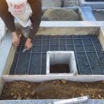 豊橋市のお寺様でお墓の建て替えです。既存の外柵をいかしたオリジナル墓石の基礎工事をさせて頂きました。