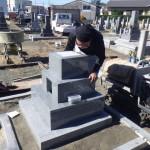 豊橋市の地域墓地にてお墓の工事です。耐久性に優れた石種選びは時間をかけて丁寧にご説明いたします。