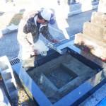 豊橋市の寺院墓地にてお墓の巻石工事です。補強も墓石の基礎工事もしっかり取り組みます。