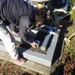 豊橋市営梅田川霊苑にてお墓工事です。オリジナルの洋型墓石は入念な打ち合わせと繊細な設計が大切です。