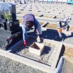 豊橋市の地域墓地にてお墓の基礎工事です。墓石を支える基礎工事は地盤づくりも大切です。