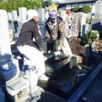 豊橋市のお寺様にて洋型墓石の工事です。お墓を地震から守る耐震補強もしっかりと行います。