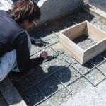豊橋市営飯村墓地にてお墓の基礎工事です。墓石を支える基礎コンクリートは地盤づくりも大切です。