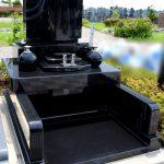 豊橋市梅田川霊苑にて、インド産黒御影石の素敵なデザイン墓石が完成いたしました